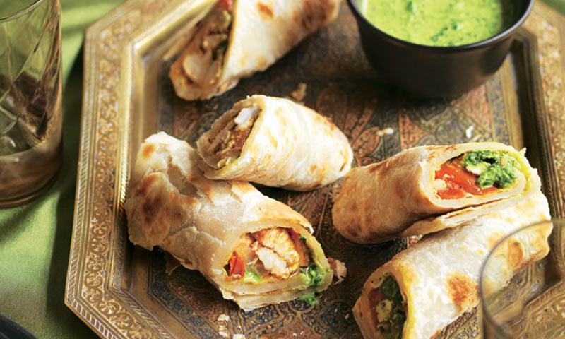 Rollitos de pollo marinado con 'chutney' de hierbas
