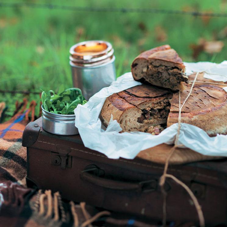 Hogaza rellena con salsa de 'camembert'