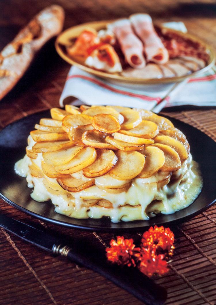 Torta de patatas fritas y asadas con queso de tetilla