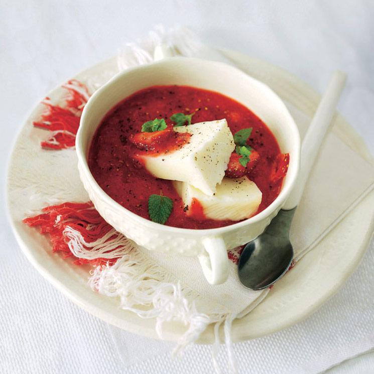 Sopa de fresas y queso al cava