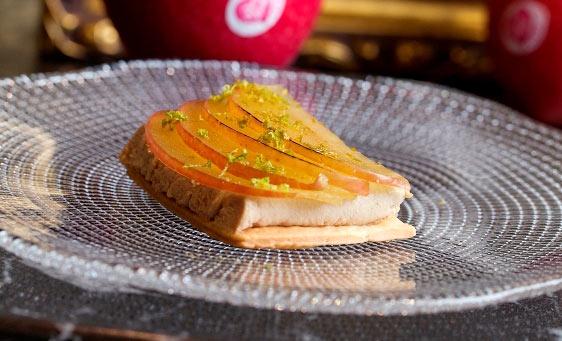 Tartaleta de manzana con foie caramelizado
