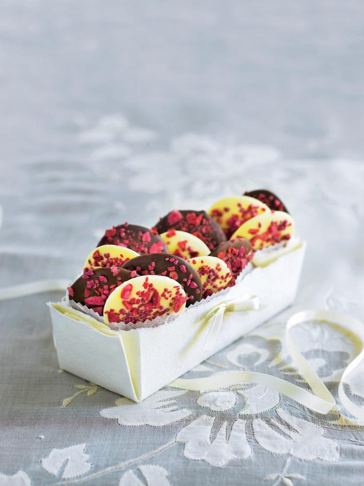 Pastitas de chocolate con caramelos de frambuesa