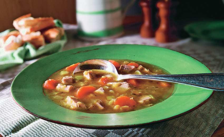 Sopa minestrone de pavo al aroma de tomillo