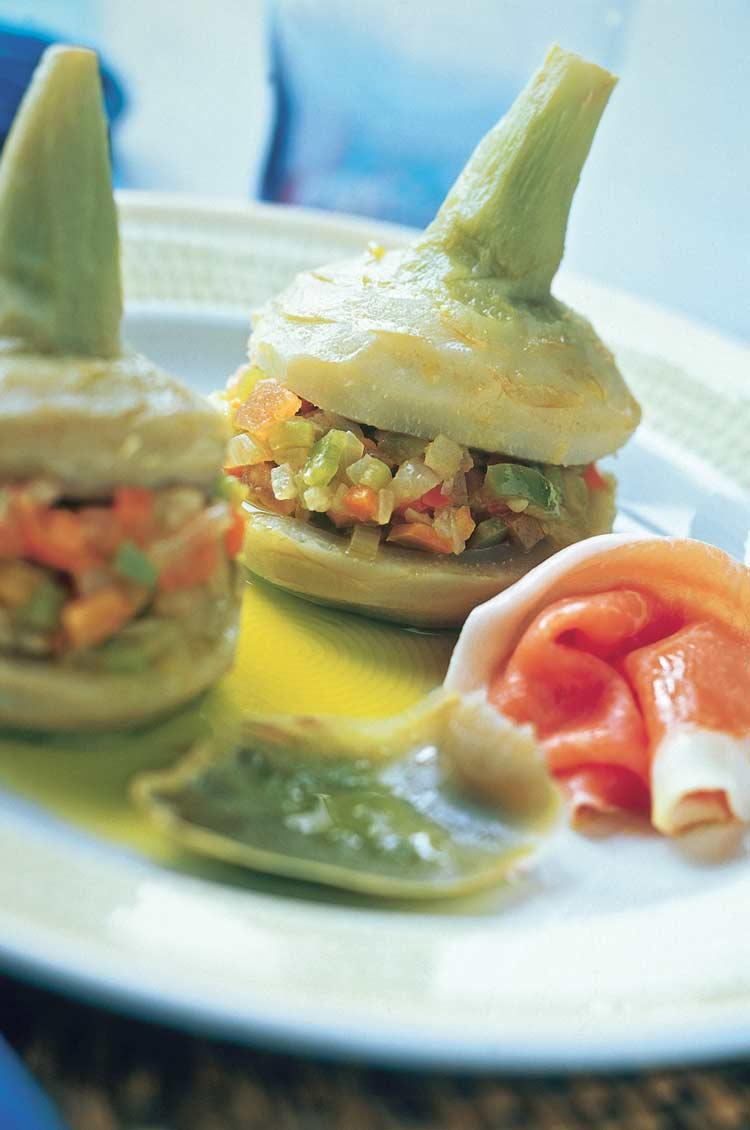 Alcachofas rellenas de verduras con jamón serrano