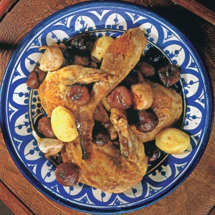 Pollo de corral asado con castañas y patatas