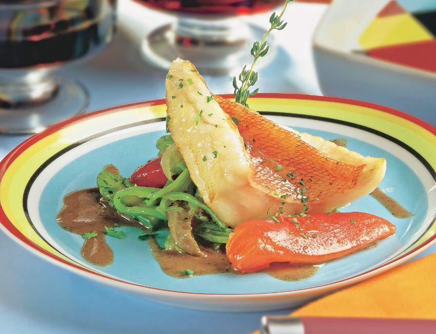 Cabracho con verduras salteadas y salsa de vino y curry