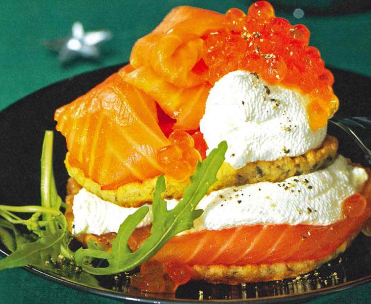 Galletas de eneldo con salmón ahumado