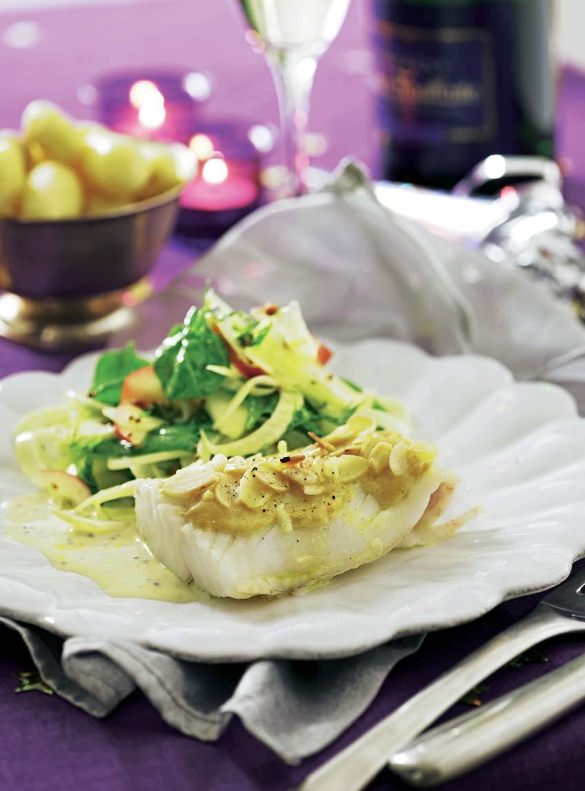 Bacalao en salsa de mostaza y almendras con ensalada de manzana e hinojo