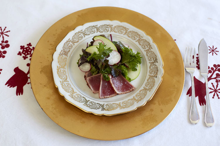 Ensalada de primeros brotes con atún rojo y manzana