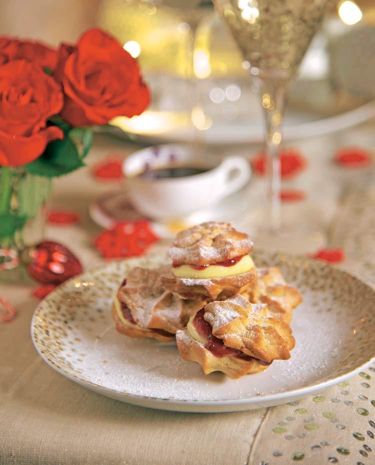 Sándwich de galletas con mermelada y crema de vainilla