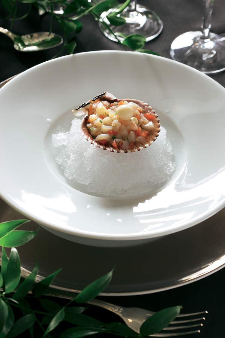 Tartar de zamburiña con perla de cítricos