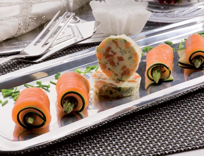Rollitos de salm n ahumado y calabac n con mantequilla de - Tapas con salmon ahumado ...