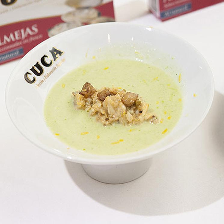 Tartar de almejas en conserva con sopa de alubias en salsa verde y tuétano de vaca
