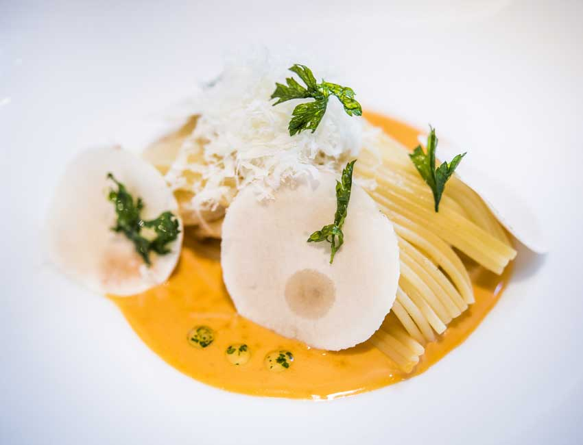 Espaguetis con reducción de langostinos y champiñón