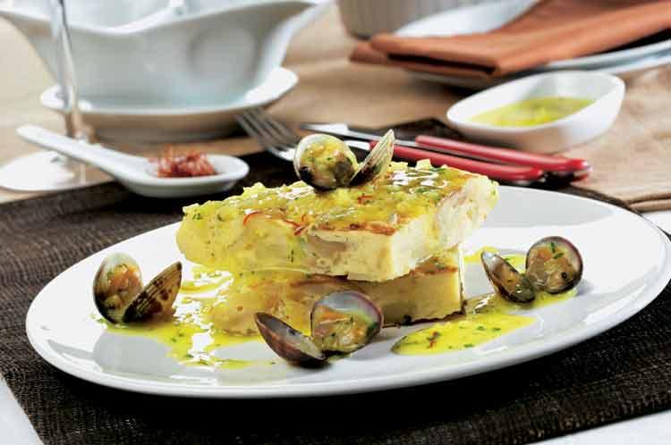 Tortilla guisada de patata con chirlas