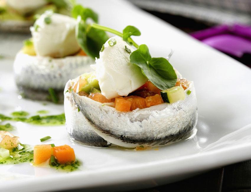 Ensalada de sardinitas con queso fresco y verduras