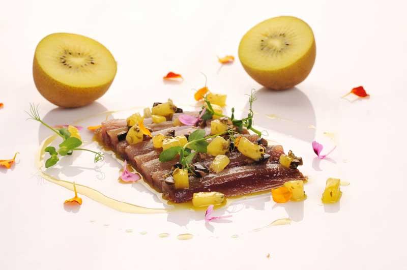 Sardinas marinadas y tapenade de kiwi
