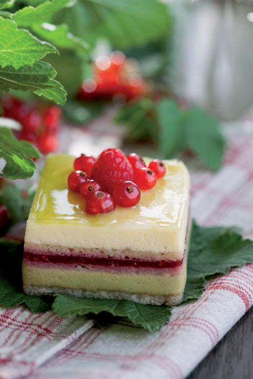 Pastel de arándanos rojos y lima