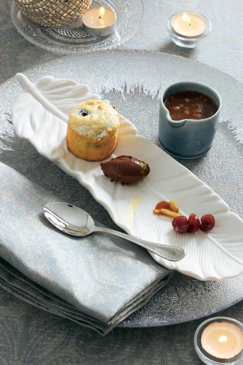 'Clafoutis' con cerezas, ganache de chocolate negro y toffee de frutos secos