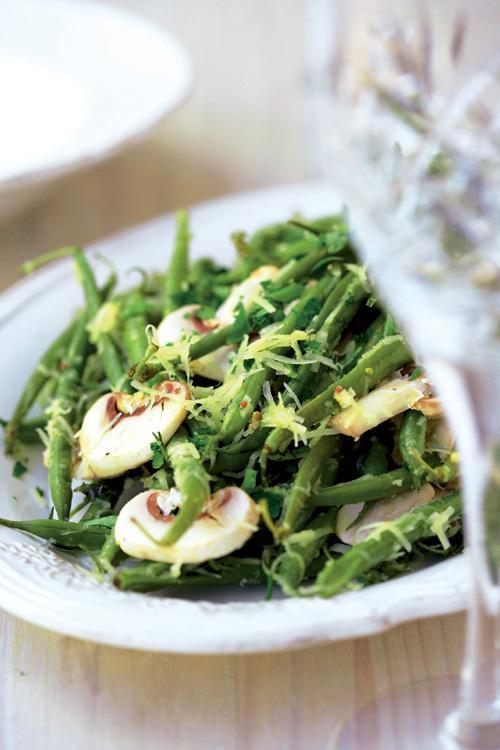 Ensalada de judías verdes, queso y champiñones