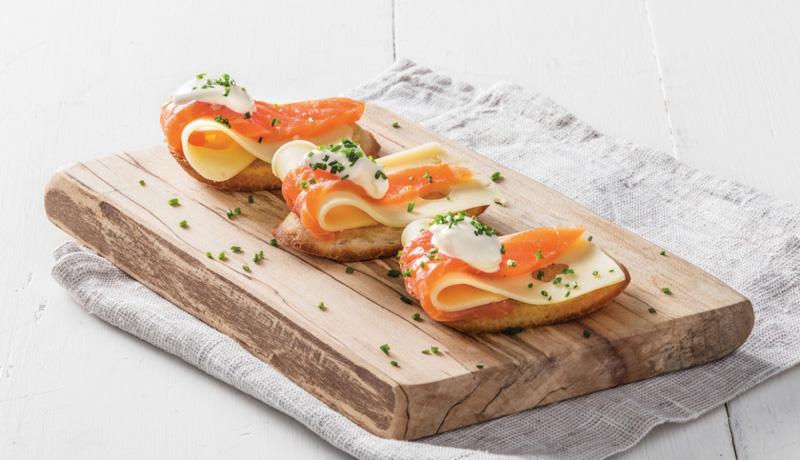 Crostini con salmón noruego ahumado