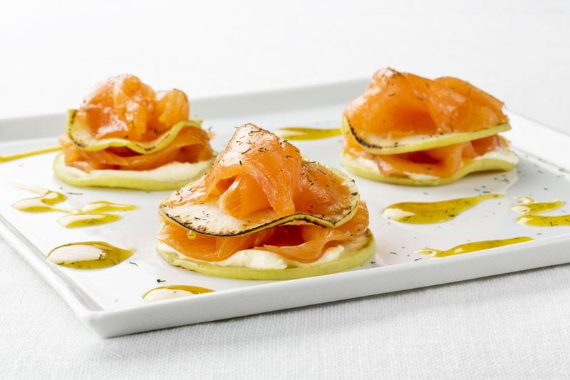 Milhojas de salmón noruego ahumado con manzana