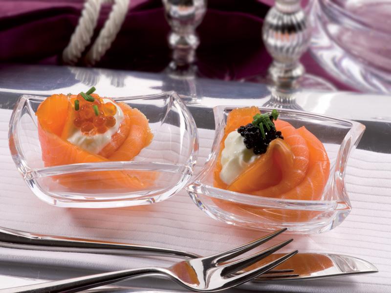 Rosas de salmón noruego ahumado con crema fresca