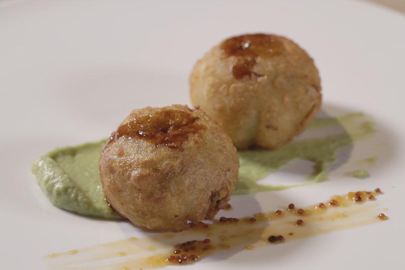 Patatas rellenas de perdiz escabechada, pomelo y mostaza