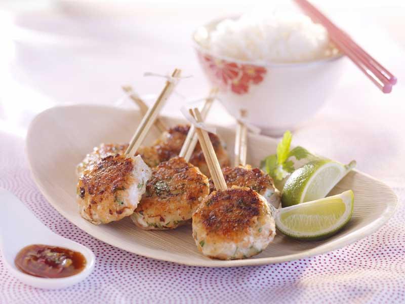 Piruletas tailandesas de bacalao y salmón
