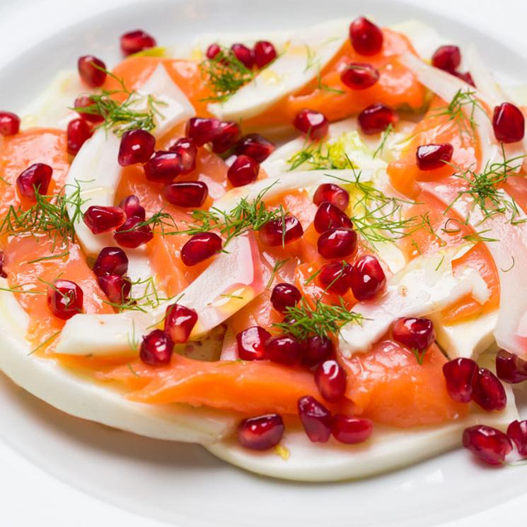 Ensalada de salmón ahumado, hinojo y granada
