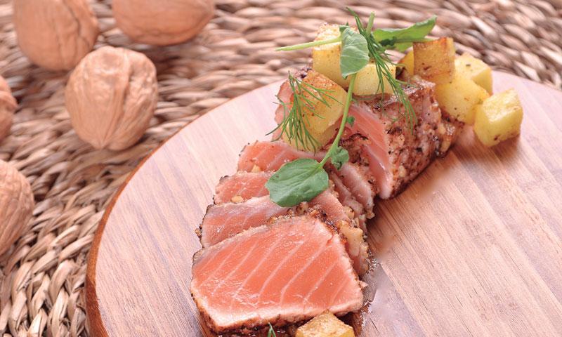 'Tataki' de salmón y nueces a la vainilla con toque de lima
