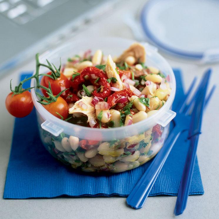 Ensalada de alubias con tomates secos y atún
