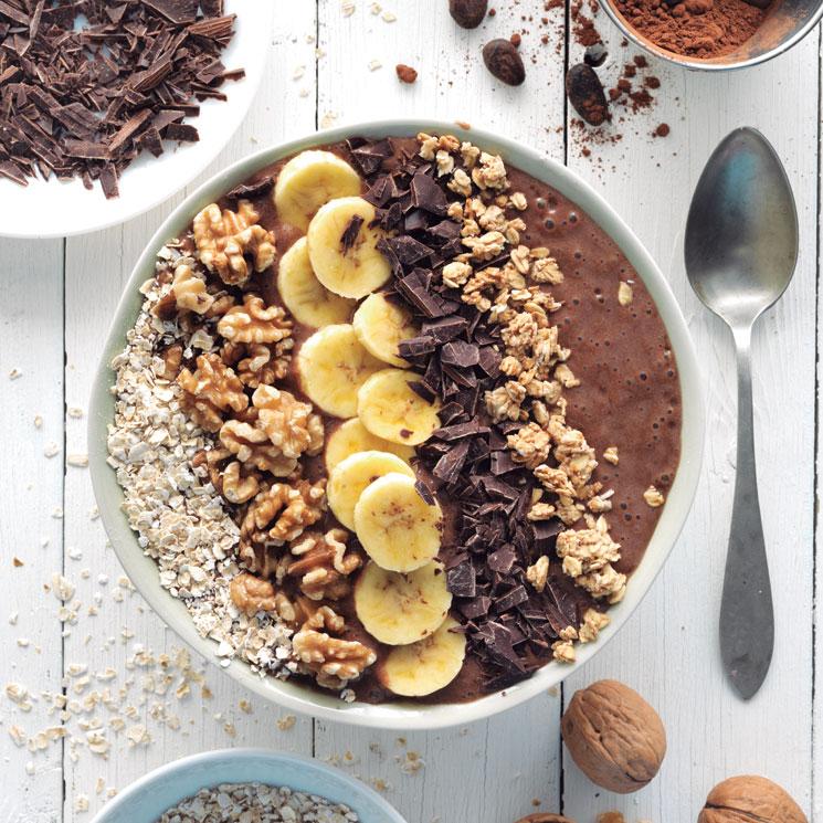 'Smoothie bowl' de cacao, plátano y nueces