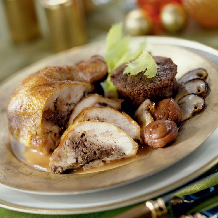 Pollo relleno de boletus con timbal de castañas