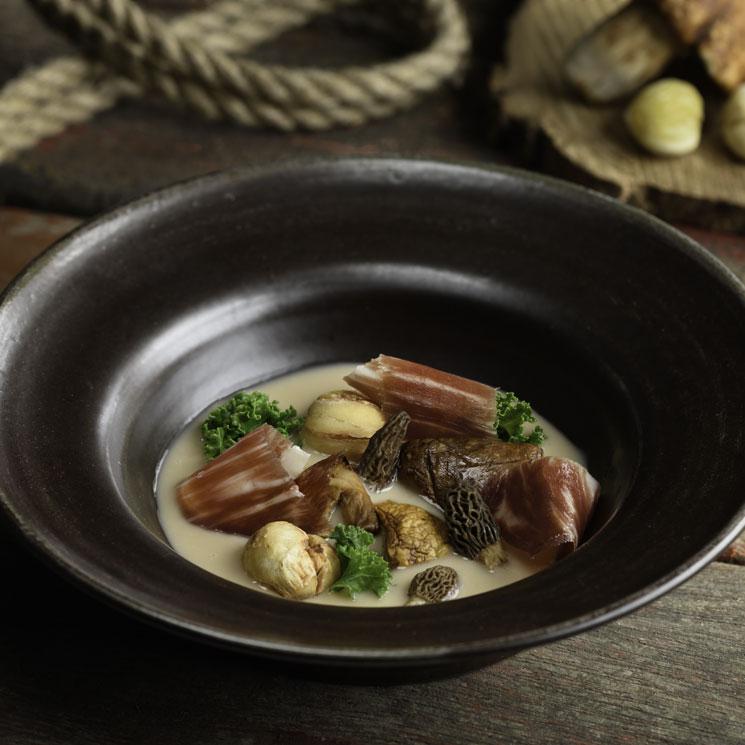 Jamón ibérico, sopa de castañas, setas de invierno y kale