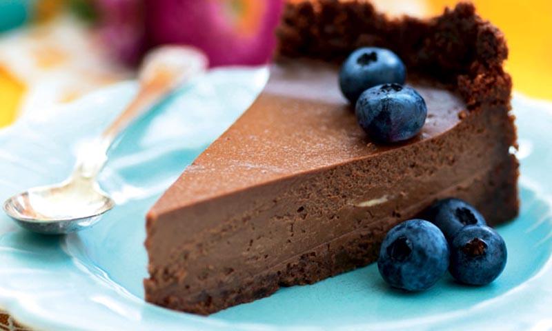 Tarta fría de chocolate y arándanos