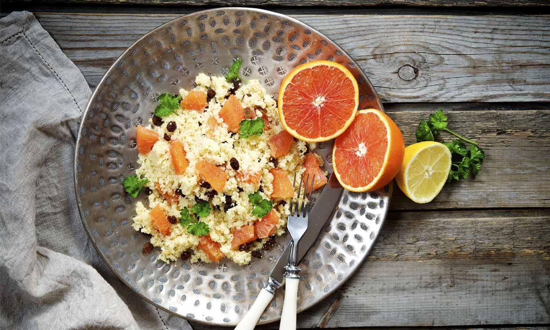 Ensalada de cuscús con naranja sanguina y pasas
