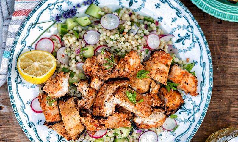 Salteado de pavo con ensalada de quinoa