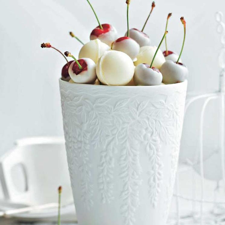 Cerezas en baño de chocolate blanco