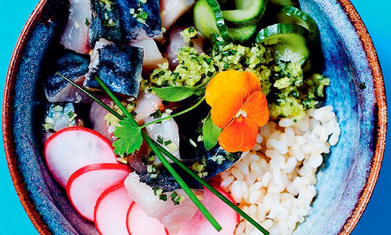 Poke de caballa a la salsa de jengibre y cilantro