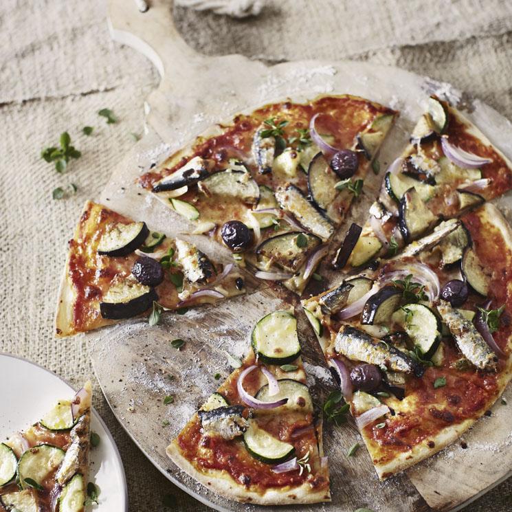 Pizza de sardinas y verduras