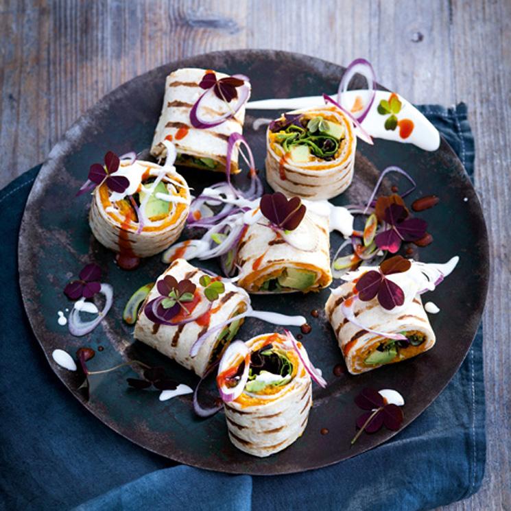 Burritos vegetarianos de aguacate y crema de zanahoria