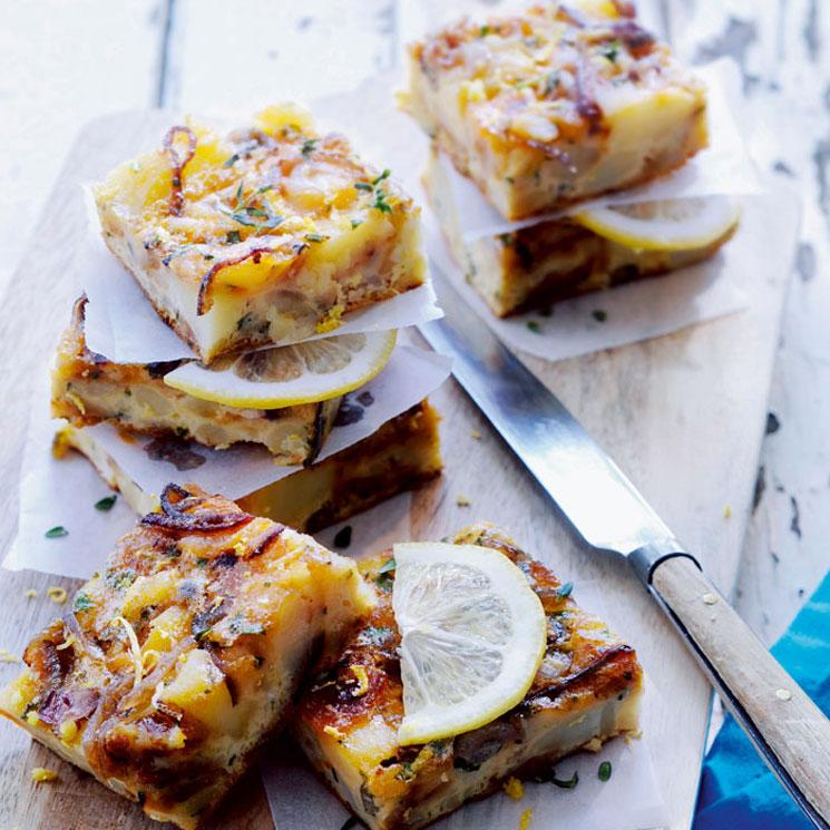 Tortilla de patata y cebolla al aroma de limón