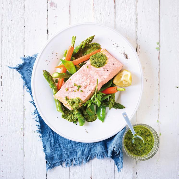 Lomos de salmón con verduras y salsa de eneldo