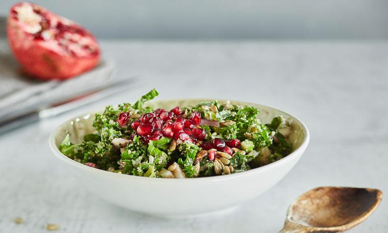 Ensalada de quinoa, granada y chía con vinagreta de lima