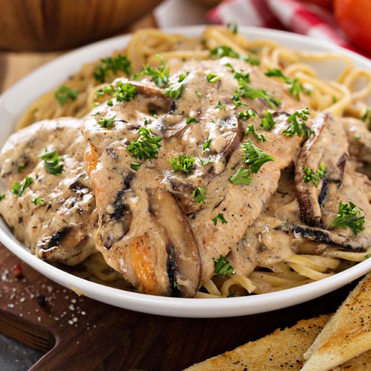Escalopines de pollo al Marsala con pasta