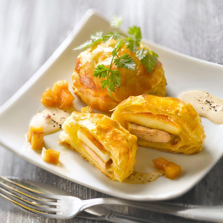 Hojaldres rellenos de manzana y foie con salsa a la pimienta