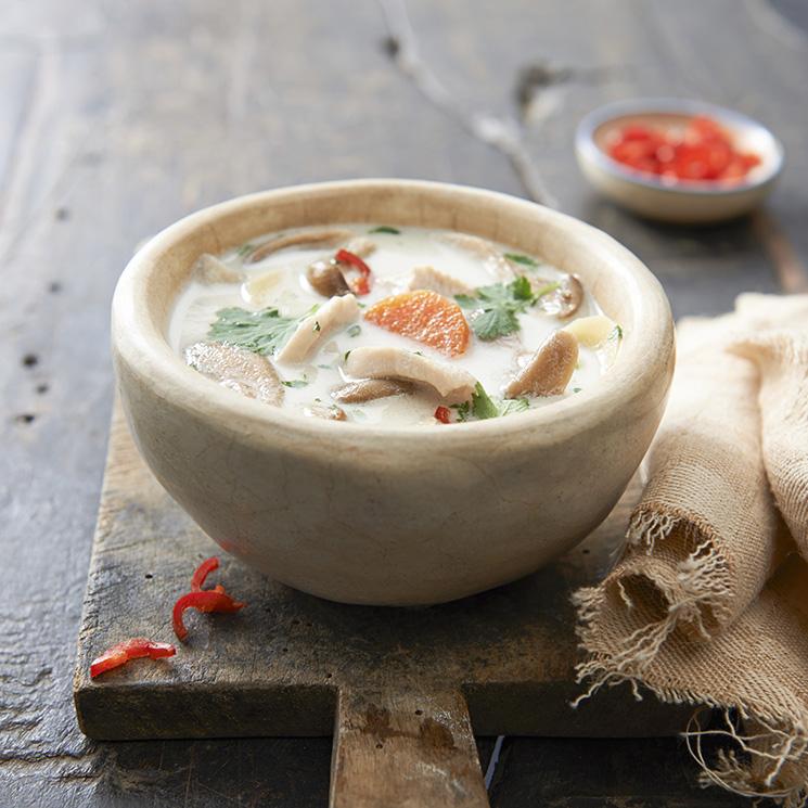 Sopa de coco, jengibre y tofu