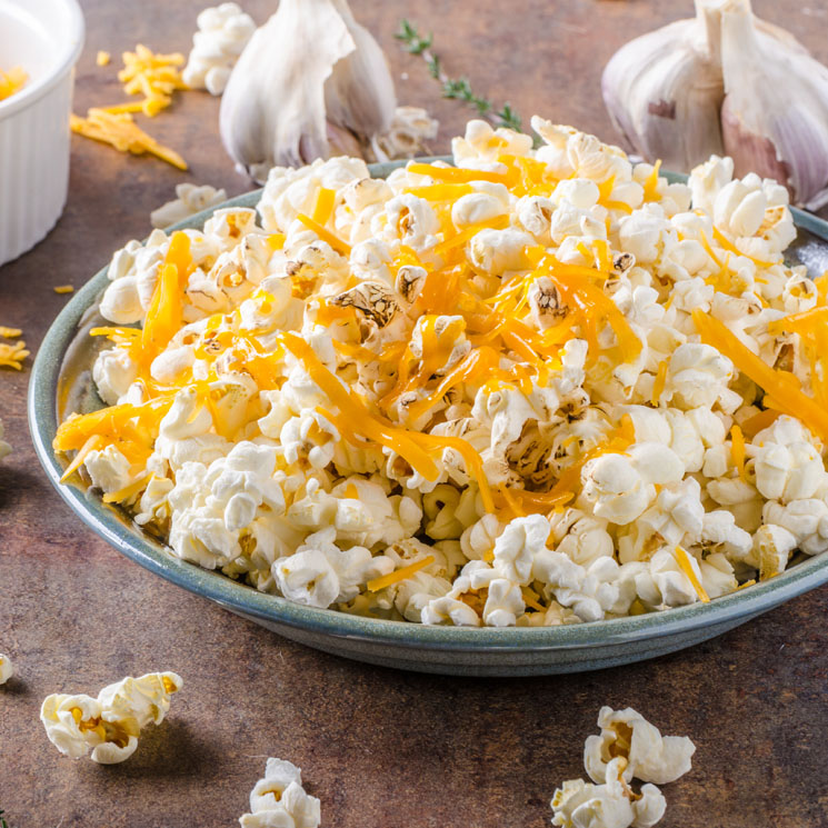 Palomitas de maíz con queso 'cheddar'