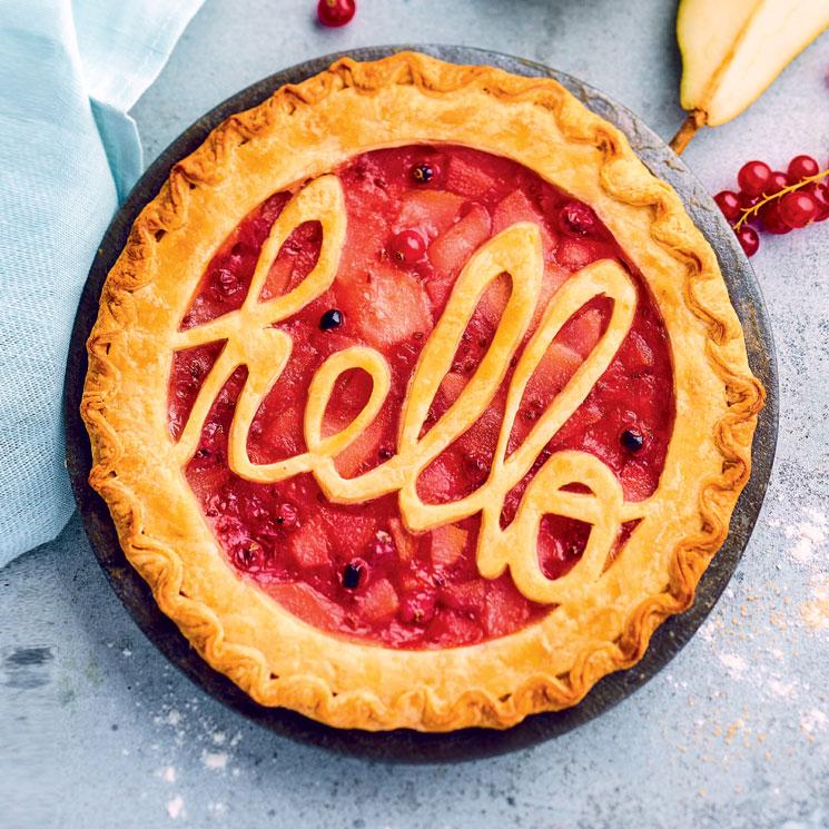 Tarta 'Hello' de peras y grosellas